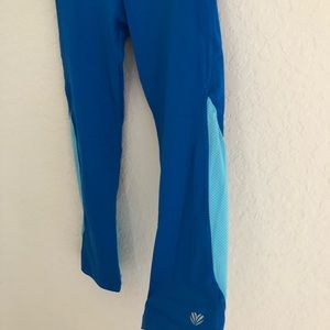 Forever 21 Pants - Cropped workout leggings